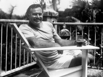 Ernest-Hemingway-at-the-Finca-Vigia-Cuba-1946